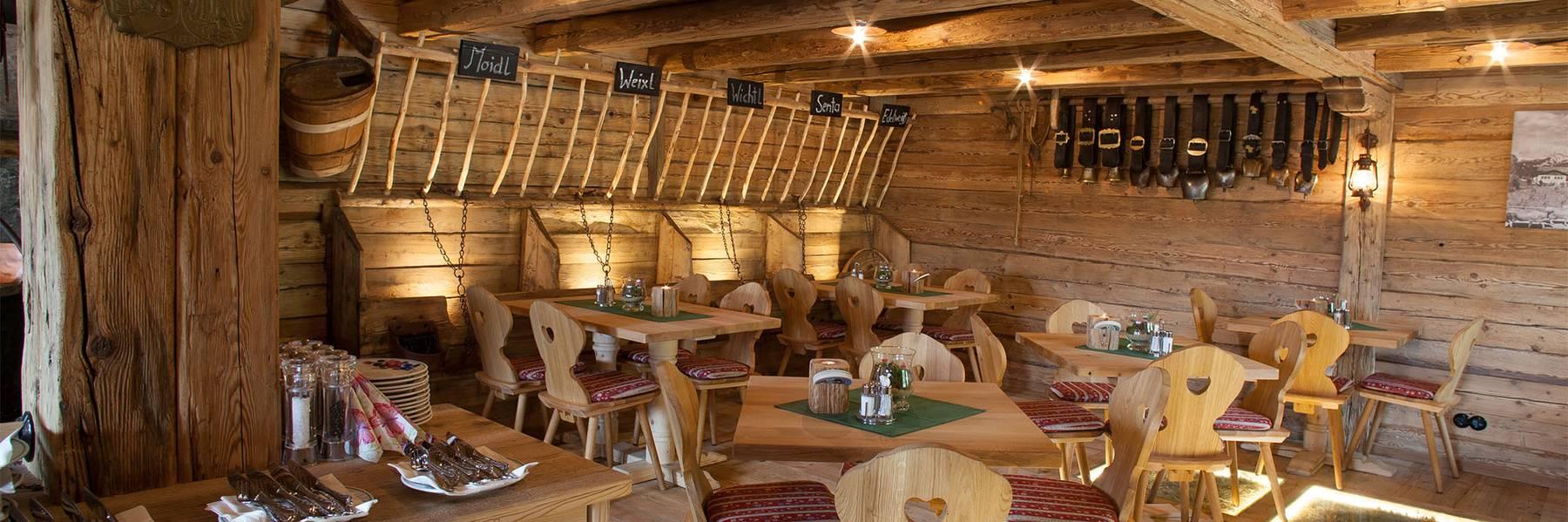 Ausstattung in der Gröbl-Alm in Mittenwald, Karwendel