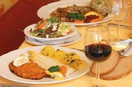 Essen und Trinken in der Gröbl-Alm, Mittenwald