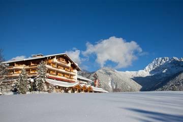Hotel Gröbl-Alm in Mittenwald im Winter